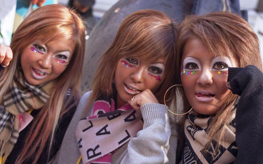 日本黑妹+++ganguro 即黑脸的意思