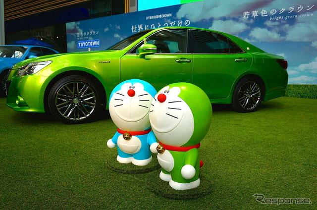 人民网东京8月5日电 (刘戈)日本频道综合日本汽车专业媒体Response的报道,7月29日在东京六本木Midtown召开皇冠车型特别展示活动上,丰田展出了淡蓝色和淡绿色两款新车身颜色的车型,日本艺人特里伊藤和田原俊彦登台助阵。 针对这两块特别颜色的车型,两位艺人表示,第一眼看到这样颜色的汽车,除了漂亮的视觉诉求之外,内心立马涌现出想开着车去旅行的冲动。 淡蓝色的皇冠,则给田原俊彦翱翔天空的幻觉,表示如果坐上这样的车子,心情简直就像做梦一样。(Response) (版权声明:本文系日本汽车专业媒体Resp