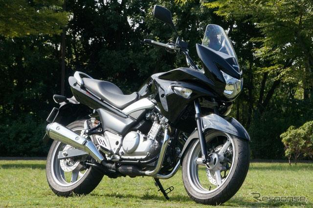 铃木摩托车GSR250S改进防风性和舒适度