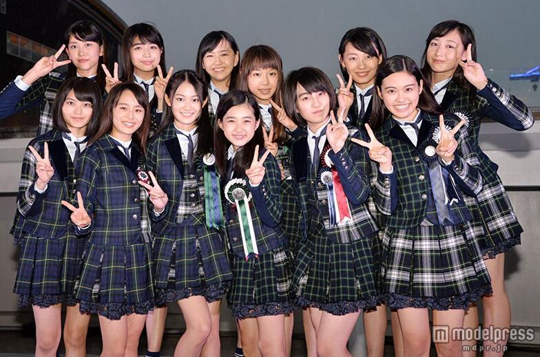 日本国民美少女军团·X21户外演唱会因下雨一