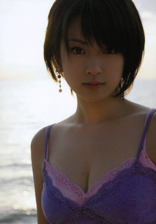 日本女性理想中的美胸女星:绫濑遥、小嶋阳菜