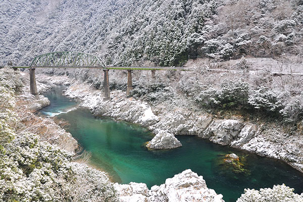 德岛县·大步危溪谷雪景(日本国自治体国际化协会北京事务所供图)
