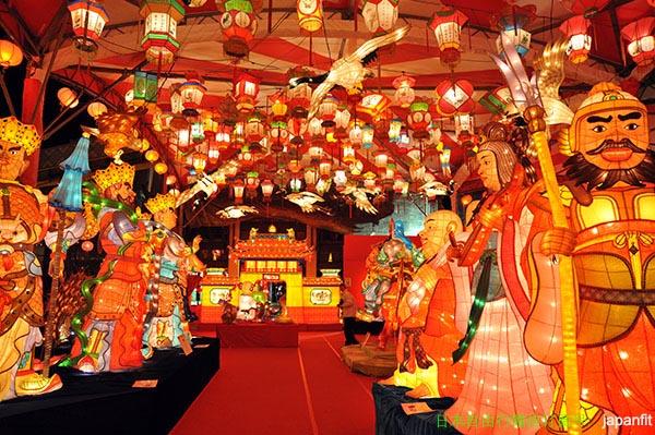 长崎灯会·新地中华街(长崎县供图)