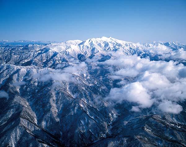 俯瞰银装素裹的白山山脉(石川县经济交流室供图)