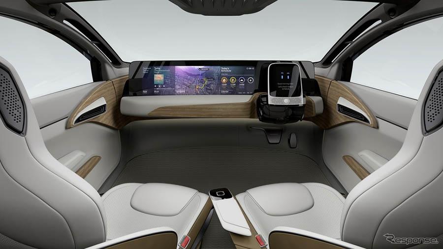 人民网东京11月2日电 (刘戈)在第44届东京车展2015的首日,日产展出了一款电动车型IDS Concept。 据报道,日产IDS Concept被定位成一款可以成功克服2020年代自动驾驶技术与续航距离等课题的EV概念车型。厂方表示,约9成的交通事故系人为失误,该车型可以克服这些失误,实现更加安全更加有效的快乐驾驶。 该概念车搭载了人工智能(AI)的自动驾驶技术,采用崭新的室内装饰,操作面板大大地改变了部分部位的外观表情。 概念车提供两种模式的驱车体验:一种是可以实现像飞机操纵杆一样操控的