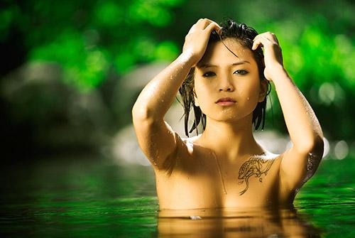 为避免文化差异造成温泉游客间的摩擦,日本观光厅近日公布了日本温泉如何应对有纹身的外国游客的注意事项与应对示例。这也是在访日外国游客剧增的背景下,观光厅从2015年开始实施一项温泉对带有纹身游客的应对实际状态的调查,本次公布的注意事项和应对示例目的在于促进各地温泉改进接待游客的方式。