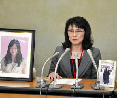 """日本24岁东大毕业生过劳自杀的背后""""凶手""""        24岁的东京大学毕业高材生高桥因在日本电通公司上班压力过大,选择自杀。"""