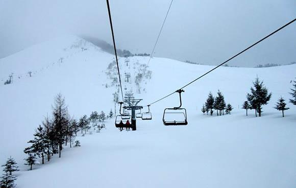 青森moyahills滑雪场12月正式营业 20周年滑雪纪念活动期盼雪友刷粉雪