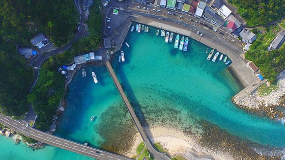 另外,岛上的海钓,跳水等海上休闲活动也是备受欢迎.