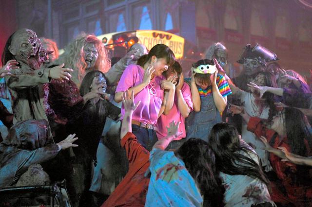 日本环球影城万圣节活动启动 夜晚僵尸来袭吸引游客
