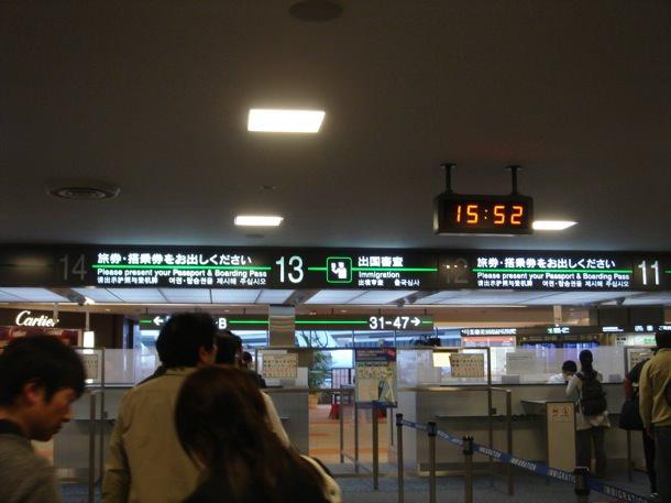 外国游客入境日本申报手续有望实现电子化 缓解机场通关人多排队拥堵程度