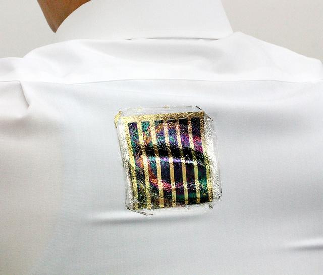 日本研发出能伸缩能水洗的超薄太阳能电池 可贴在衣服上