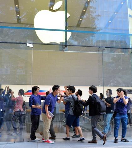 iPhone 8今日发售 日本三大运营商宣传造势