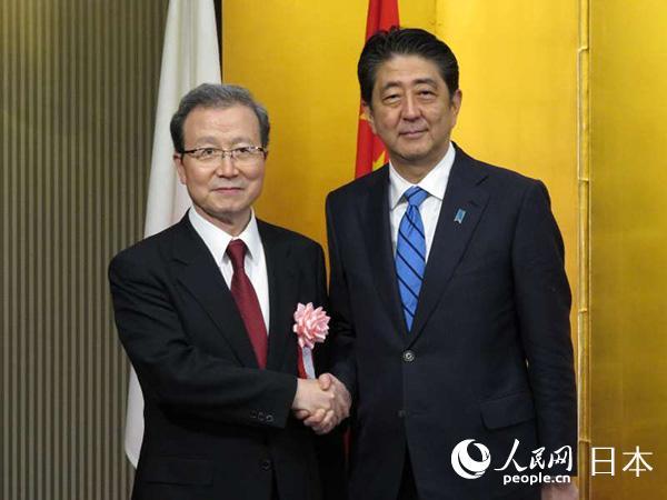 快讯:日本首相安倍晋三出席中国驻日使馆举办的国庆68周年招待会
