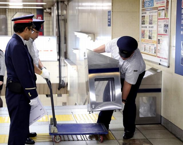 为特朗普访日做准备 东京地铁撤去所有垃圾箱
