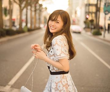 乃木坂46白石麻衣的写真集因为热销加印14次 销量超过26万本
