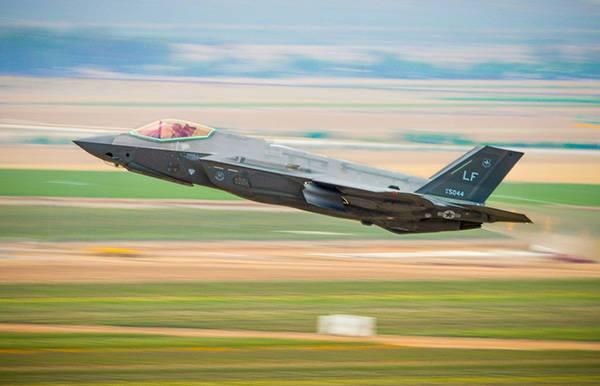 日本三泽军事基地引入F35A隐形战机明年将形成首支飞行编队