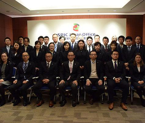 """上海电力日本株式会社恭祝人民网的各位读者,新春愉快,万事顺遂。我司在2018年将继续立足于清洁能源发电行业追""""风""""逐""""日"""",共创更美好的绿色生活。"""