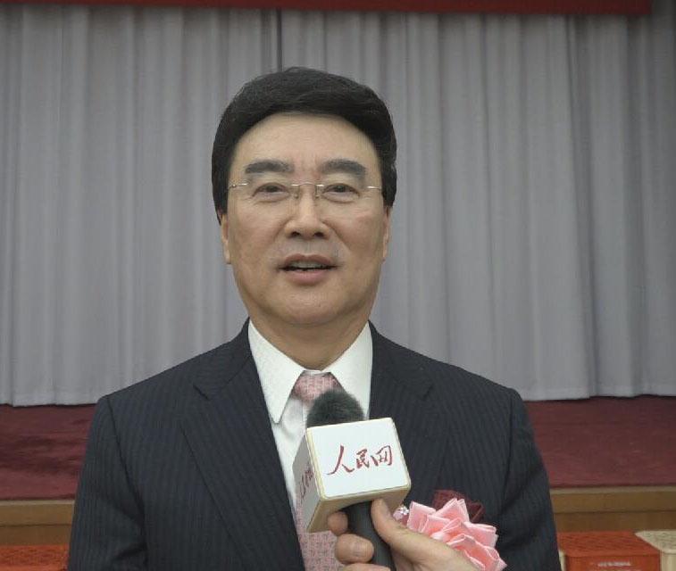 值此新春佳节到来之际,我代表在日中国企业协会,代表全日本中国企业联合会,向全世界的人民网网友,向祖国致以最亲切的问候和良好的祝愿。祝愿我们的祖国更加昌盛,祝愿我们的人民更加幸福,我们一定会按照19大的精神要求,一带一路努力贡献自己的力量。