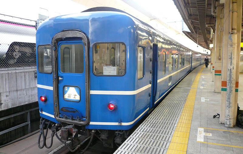 """日本多条铁路线都出现""""富士山""""号列车 让乘客很伤脑筋"""
