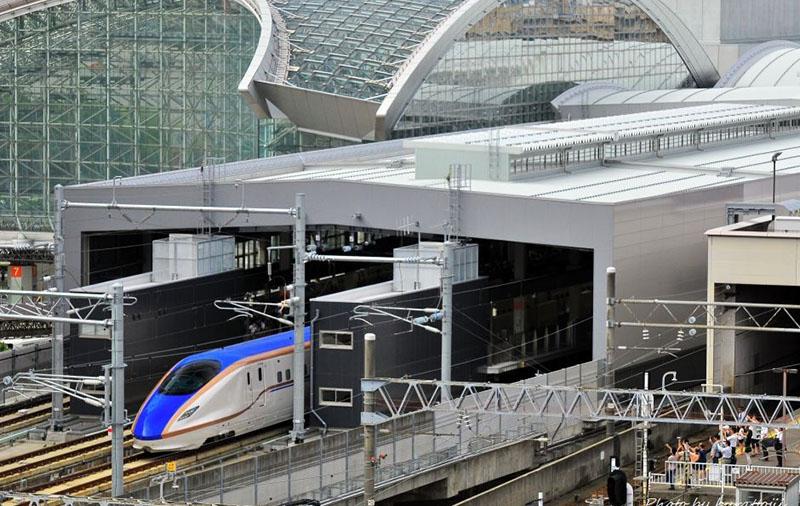 日本北陆新干线运行三年金泽站乘客人数是富山站的3倍