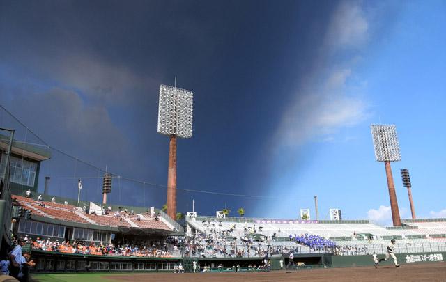 日本樱岛火山再次喷发 鹿儿岛市被浓烟笼罩