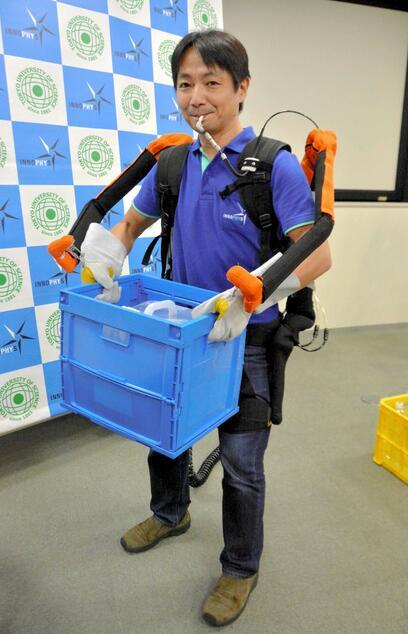 日本研发穿戴式机器人 可辅助使用者搬运重物