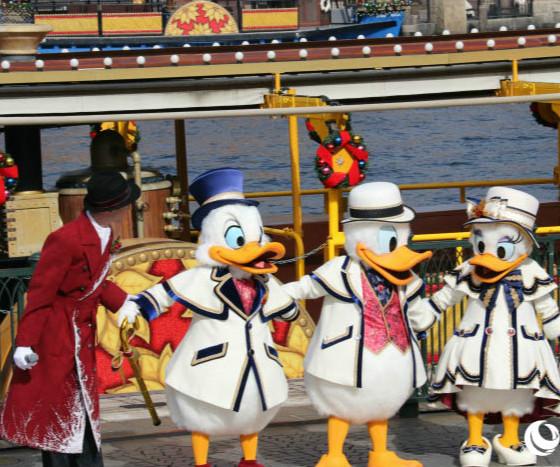 """【东京迪士尼热闹庆圣诞】        从11月8日起至12月25日,东京迪士尼乐园推出为期48天的""""迪士尼圣诞节""""特别活动..."""
