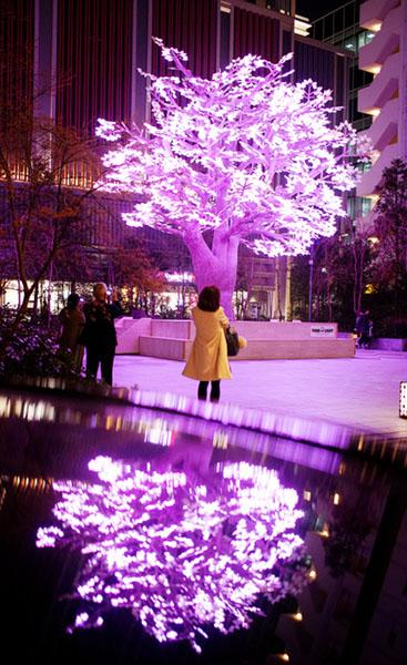 """东京举办""""日本桥·樱花庆典""""10万个LED灯泡打造另类樱花"""