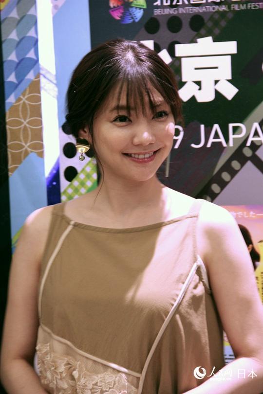 日本女演员仓科加奈首次来华爱上中国美食公的市区在美食街哪保定图片