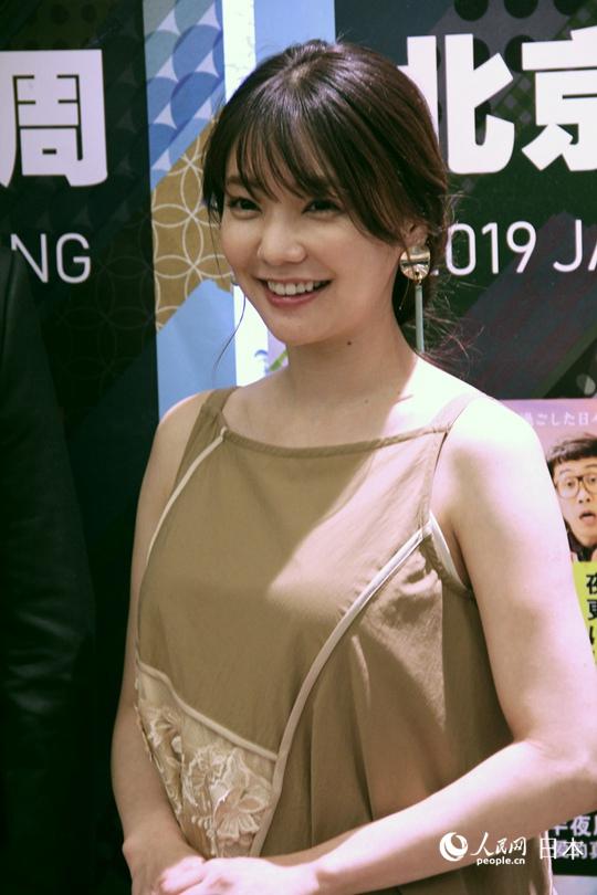 北京女演员仓科加奈首次来华美食中国美食公才能在需要日本排队爱上吃到图片