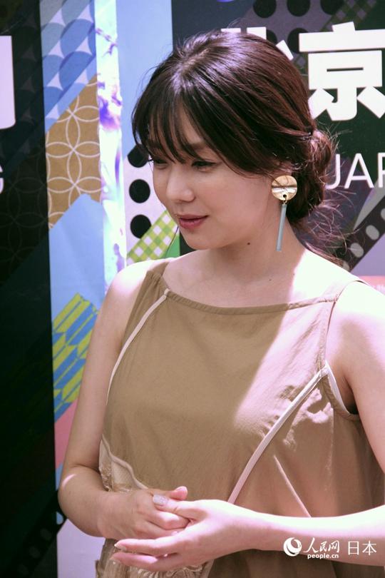 日本女演员仓科加奈首次来华爱上中国美食公美食斗门古街图片