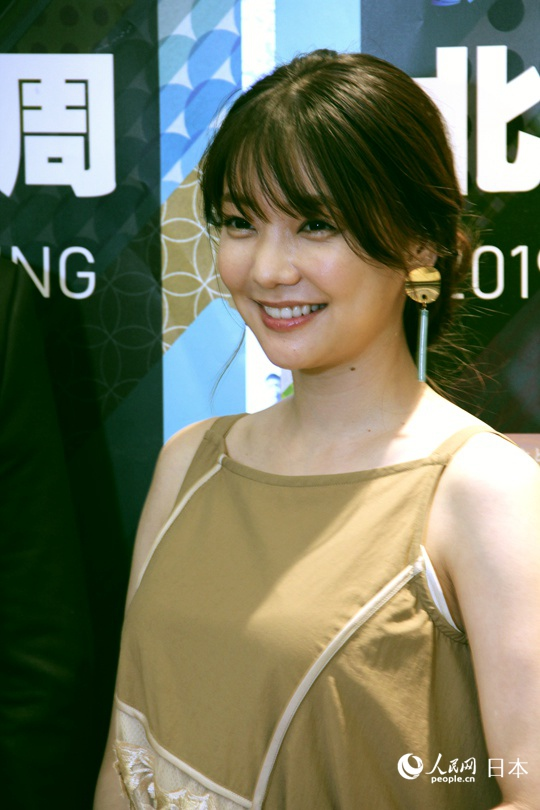 日本女演员仓科加奈首次来华爱上中国美食公南锣鼓巷美食街到图片