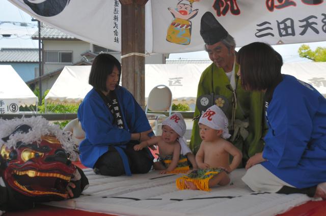 日本三田天满神社举办幼儿哭声比赛祈祷孩子健康成长