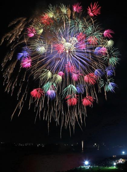 福冈筑后川烟花大会举行 为西日本最大规模(图片来源:朝日新闻网站)