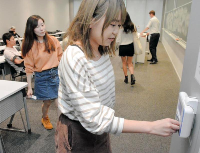 """防范""""代签到""""掌握学习状态日本大学通过人脸识别查考勤"""