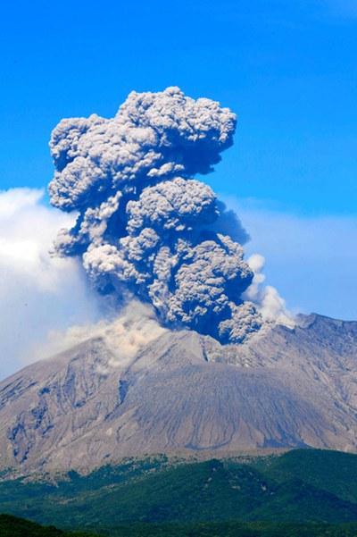 日本樱岛火山活动频繁16日起喷发25次