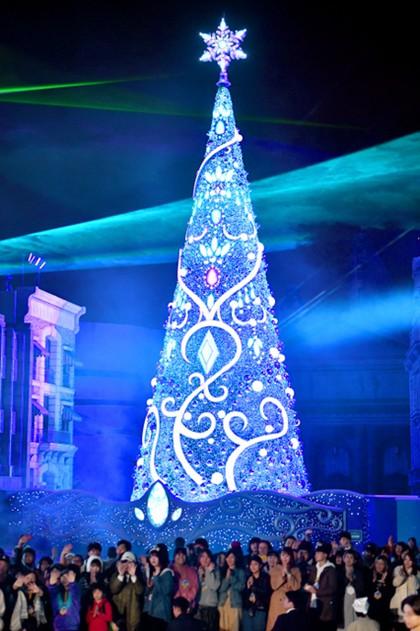 大阪USJ推出冬季圣诞树 连续九年刷新吉尼斯世界纪录(图片来源:朝日新闻网站)