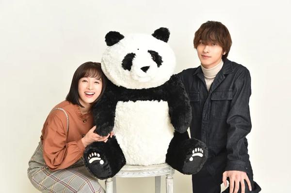 清野菜名与横滨流星主演《在非黑非白的世界里,熊猫笑了》