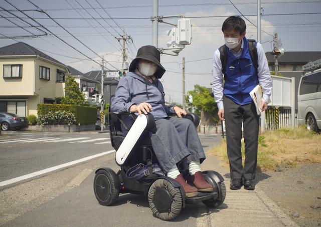 日本电动轮椅制造商帮助行动不便的老人 开始提供电动车租赁服务