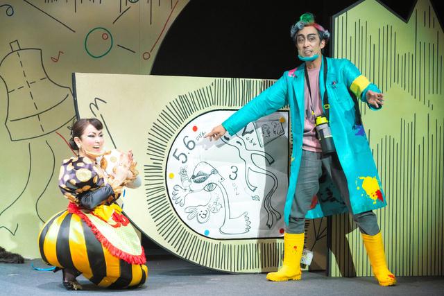 防止飞沫传染 日本舞台演员戴上了个性鲜明的口罩