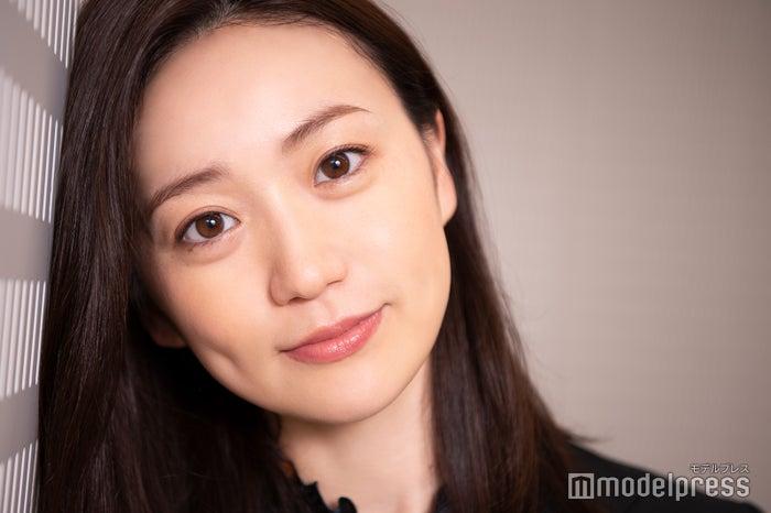 大岛优子出演的《七个秘书》开播