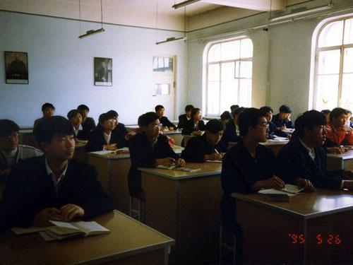 邀请中国边远金属高中生访日进修(1995高中)化学性质课年度的地区稿说图片