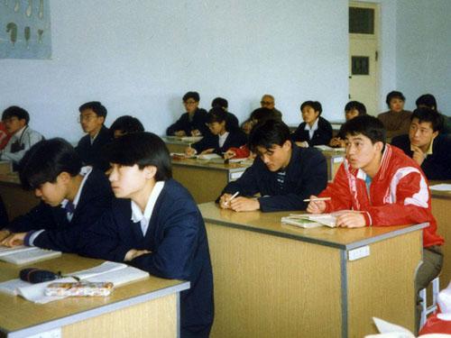 邀请中国边远地区高中生访日进修(1995高中)2019新学期a地区黑板报年度图片