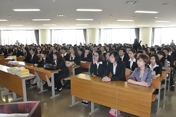 张立国总领事一行视察北陆大学孔子学院