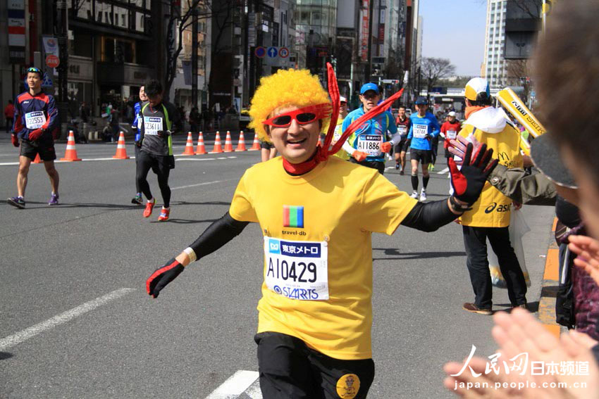 2013年东京马拉松上的奇装异服 组图 13
