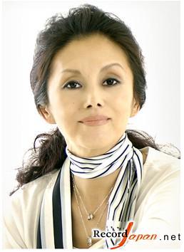 日本熟女_68岁老人热衷钢管舞技艺娴熟不逊年轻人图