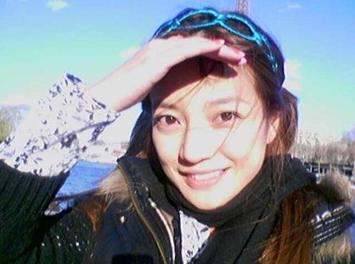 近来赵薇晒素颜照,被网友称为最美辣妈.