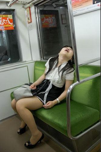 【地铁组图文化周】世界各国千姿百态的地铁权志龙表情包大笑动态图片
