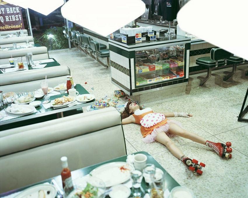 日本摄影师演绎死亡之美 诱惑死亡?